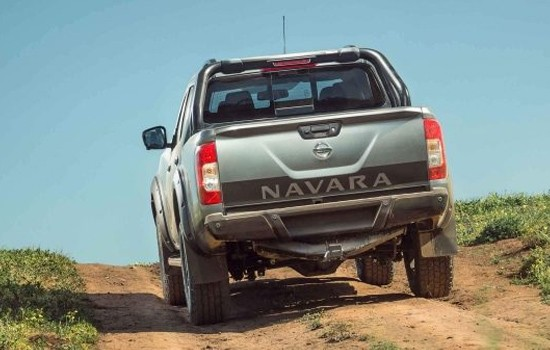 Rear Decal & Towbar Navara tailgate decal sits above a unique N-TREK Warrior towbar, engineered to accommodate a larger full size spare wheel and tyre package. N-TREK Warrior maintains the Navara's 3,500kg maximum braked towing capacity.