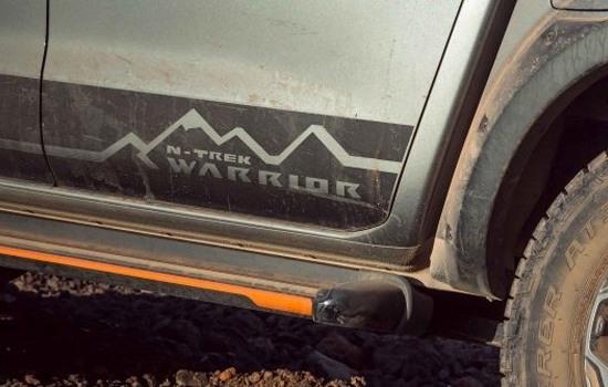 N-Trek Warrior Decal Navara N-TREK Warrior signature decal package integrated with dark orange accented side step.